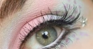 Maquillaje de ojos con strass