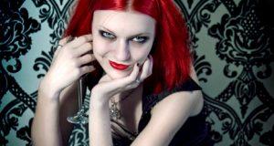 Maquillaje de ojos en color rojo. (1)